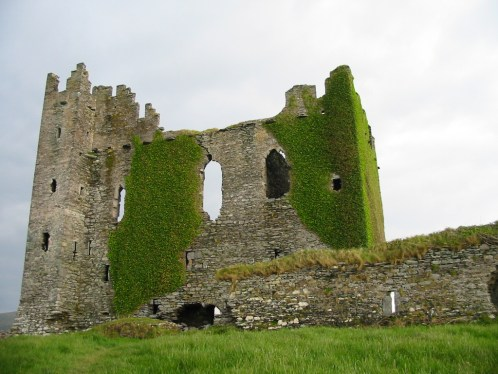 Ireland_Ballycarbery_Castle Highlighting Historical Romance