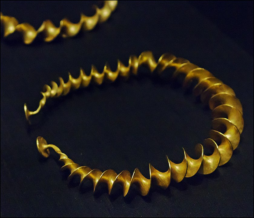 839px-Gold_Torc_from_the_Stirling_Hoard_9476773541-1 Author's Blog