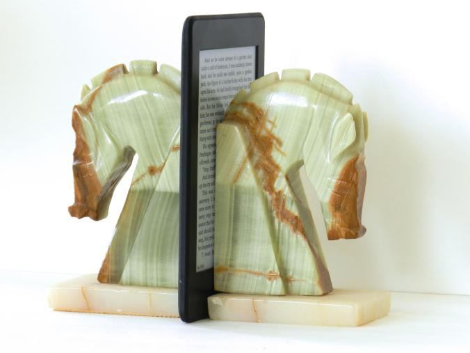 reader with bookends
