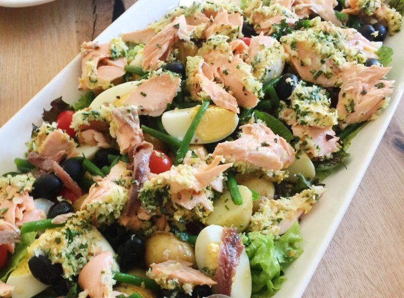 Salad Niçoise with roasted Salmon