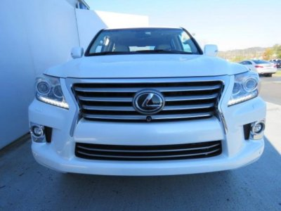 2014 White Lexus lx 570 low km