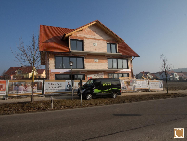Neubaugebäude in der Rohbauphase