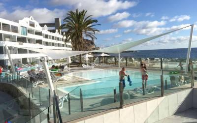 Vela-Tensado Paraboloide Hiperbólica para cubrir piscina infantil en el Hotel Ocean Bech Club, en Playa del Cura. Las Palmas de Gran Canaria.