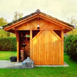 satteldach pavillon geschlossen mit bretterw nde. Black Bedroom Furniture Sets. Home Design Ideas