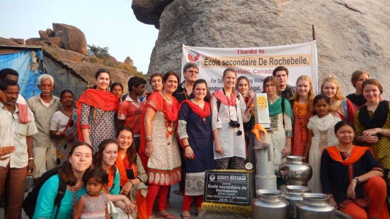 Des élèves de Rochebelle inaugurent un puits en Inde