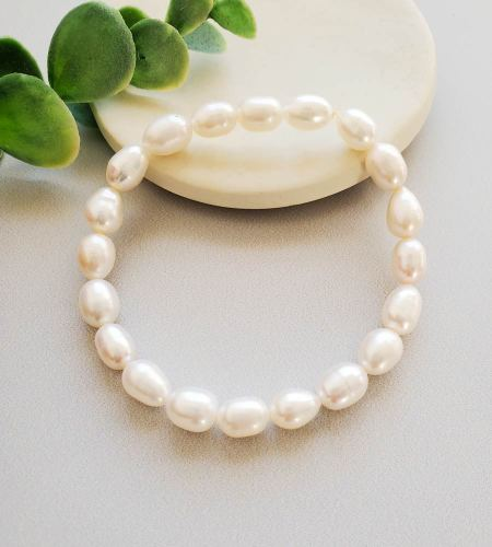 Stretch freshwater pearl bracelet, handmade jewelry by Carrie Whelan Designs