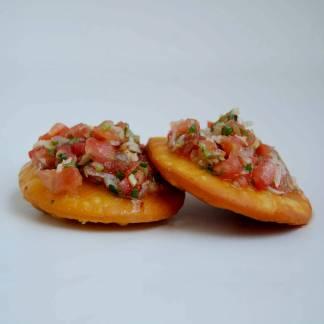 Mini sopaipillas con pebre