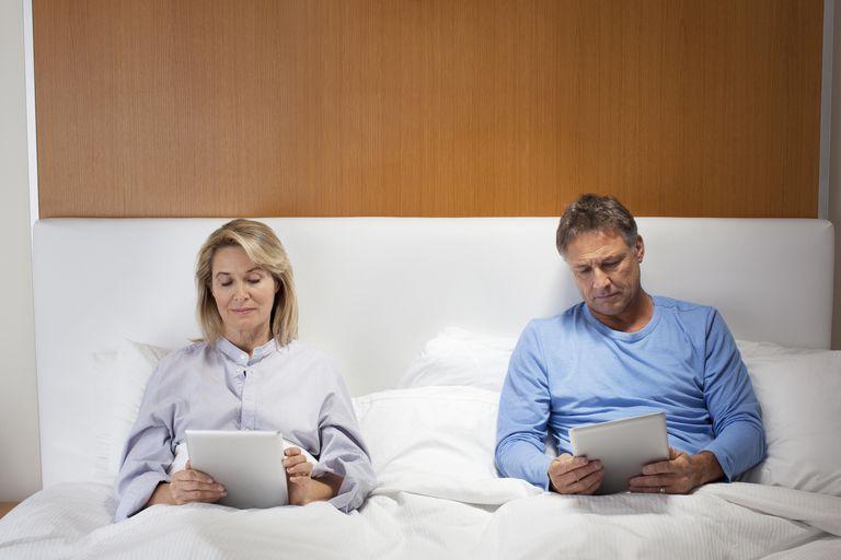 Giovani coppie sposate avendo sesso
