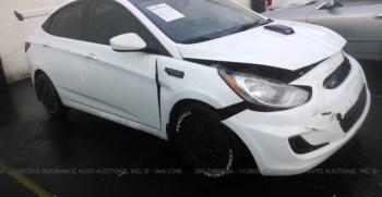 Vendo Hyundai Accent 2013, (A reparar), Reservelo Ya!, estara en Aduana en aproximadamente 28 dias, Automático, Full Extras (vidrios y espejos eléctricos), bolsas buenas, $5200 Inf. al correo ó 79278982