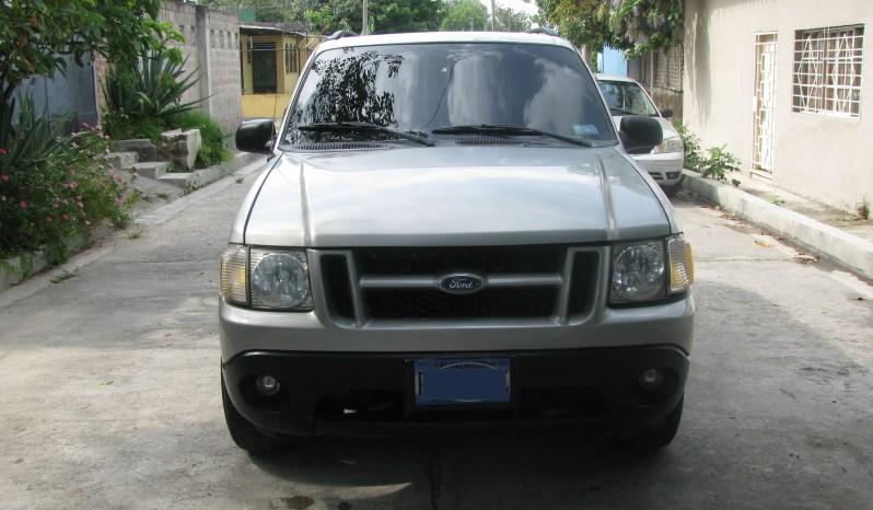 Vendo Ford Explorer 2003, 4 x 4 , automatica, a/c helando muy bien, motor y caja sin problemas en buen estado. 3,300. neg. mi wasap 73 71 07 32
