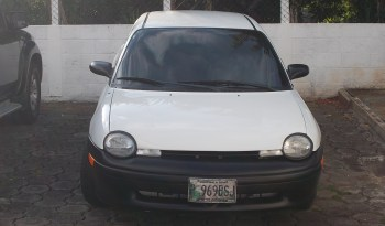 Chrysler Neon 1995. Motor 2000, mecánico, único dueño, ventilador, amortiguadores traseros nuevos, tapicería en buen estado. No presenta choques