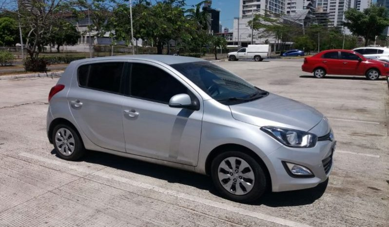 Hyundai i20 2012 usado ubicado en Panamá Hyundai i20, año 2014, mantenimiento al día, 35mil kms, a/a, radio usb de fabrica, manual de 5 velocidades, rines con copas Hyundai, papel ahumado, PRECIO NEGOCIABLE !!!!