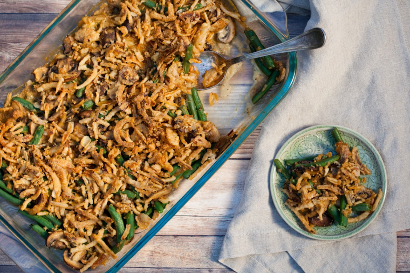 The ULTIMATE vegan green bean casserole! Gluten-free + Healthy   A simple, delicious Thanksgiving side dish your whole family will love!
