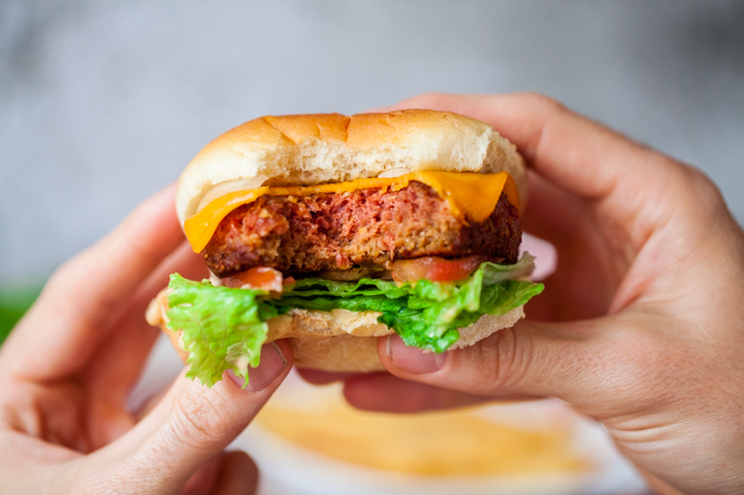 AMAZING Vegan In-N-Out Style Burger with homemade sauce| A simple delicious recipe for lunch or dinner | Easy, fast & gluten-free