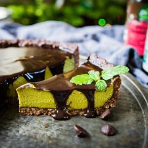 Vegan Peppermint Matcha Chocolate Pie - creamy no-bake cashew cheesecake in a hemp cookie crust with fudge sauce - gluten-free dessert recipe