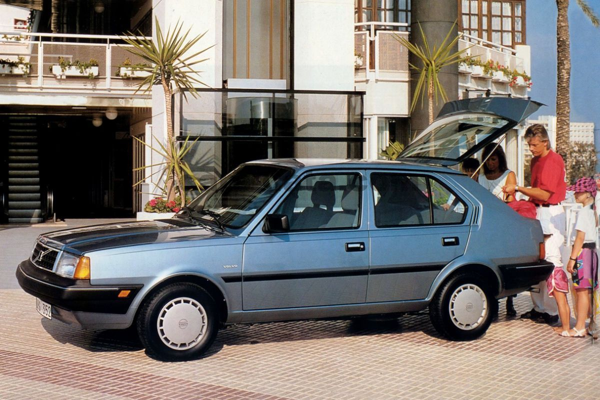Volvo 340 Gl 1 4 5 Door Specs Cars Data Com