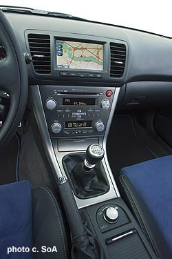 Anyone Swap The Center Console Cover From A 05 09 Legacy