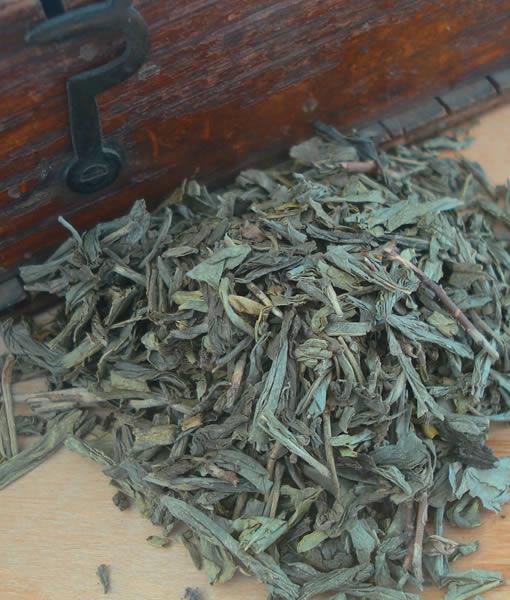 Decaffeinated green leaf tea