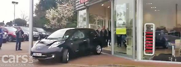 First Nissan LEAF delivered in the UK