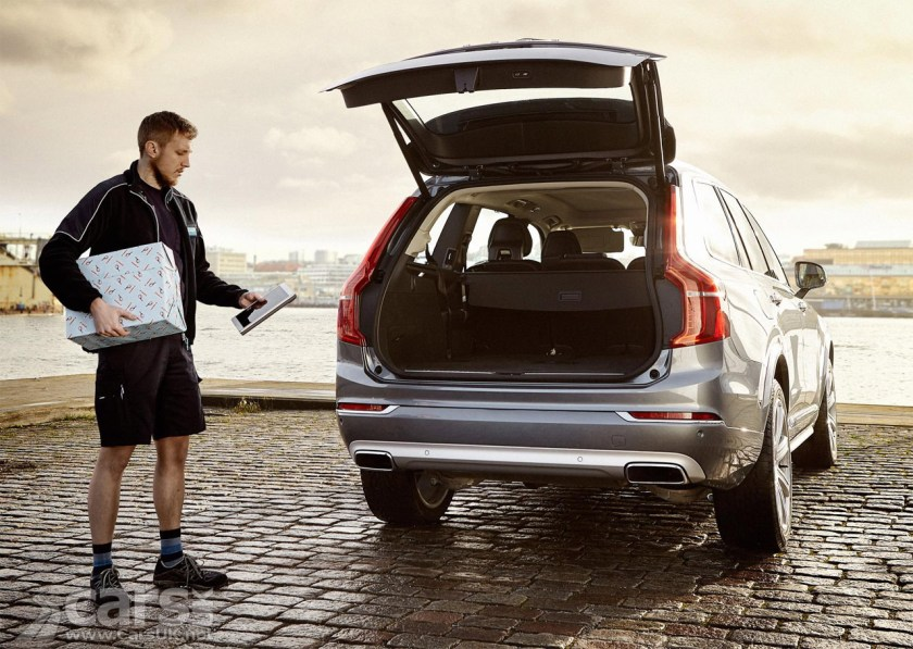 Photo Christmas shopping delivered to Volvo