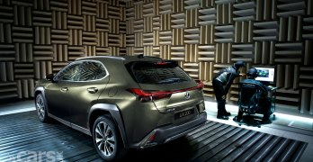 Lexus UX door close