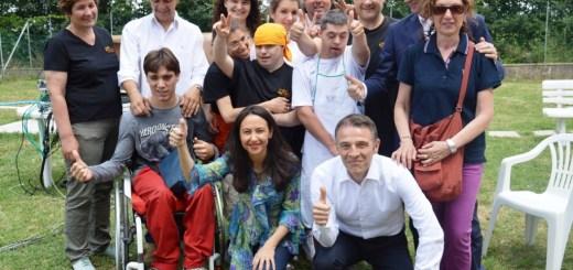 Foto di gruppo con alcuni  sindaci di Terre d'Acqua