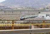Un tren circulando por las vías en Cartagena