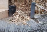 Desprendimientos en la calle Gisbert que han provocado su cierre a vehículos y peatones
