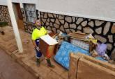 Limpieza de lodos y enseres inservibles en Los Nietos y Los Urrutias