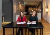 Firma de Noelia Arroyo y Andrea Levy del convenio de colaboración entre Madrid y Cartagena en promoción cultural