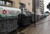 Limpiea especial con desinfectante de contenedores y mobiliarios urbano con motivo del coronavirus