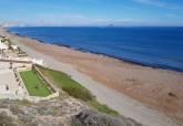 Litoral continúa con la limpieza y mantenimiento de arenales del Mar Menor retirando biomasa