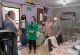 Visita a las viviendas sociales que se van a rehabilitar en Lo Campano