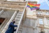 Izado de bandera en el Palacio Consistorial.