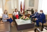 La alcaldesa recibe a la nueva directora territorial de CaixaBank