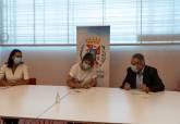 Firma de adhesión al Hub 1.070 kilómetros por parte de la alcaldesa, Noelia Arroyo