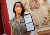 La edil Irene Ruiz, con la app.