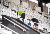 Limpieza y renovación de asientos en el Estadio Municipal Cartagonova