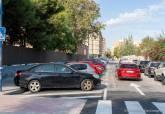Aparcamientos en espiga invertida en la calle Doctor Pérez Espejo
