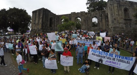 Manifestantes piden vivienda y empleo para Cartago