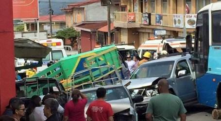 Accidente con 12 vehículos en San Rafael de Oreamuno