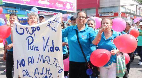 Más de 900 adultos mayores participaron de caminata en contra del maltrato