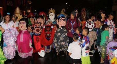 Celebre el Día de la Mascarada Costarricense