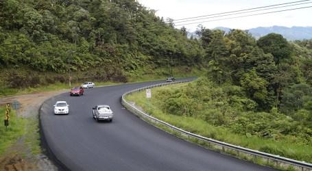 Gobierno asfalta importante vía en El Guarco