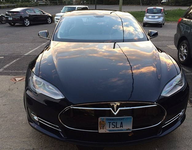 Did you know the Tesla Model S has an aluminum-intensive body? (Jim Motavalli photo) Steel vs. Aluminum: The Lightweight Wars Heat Up Steel vs. Aluminum: The Lightweight Wars Heat Up tesla 20tsla