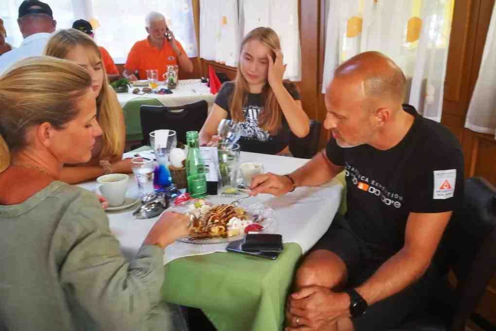 Ausflug des CAR Teams Ferlach am 12. September 2020 mit Gleichmäßigkeitsprüfung anstelle des abgesagten sms-Classic-Sprints - Mittagsrast Gasthof Luggale, Familie Strohecker