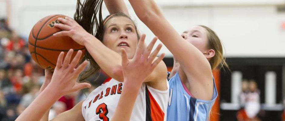 Cyclones fall in OT, Lady Cyclones run past SE