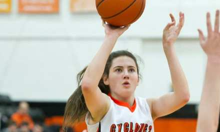Elizabethton runs past Claiborne to advance