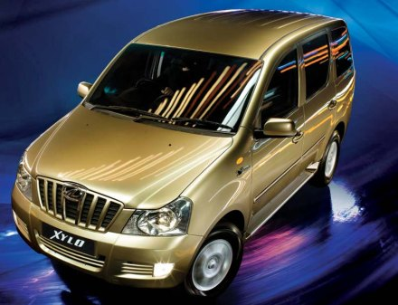 Photo: Mahindra Xylo front, top, 3-quarters
