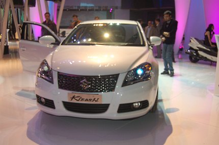 Suzuki Kizashi at Auto Expo 2010 photo